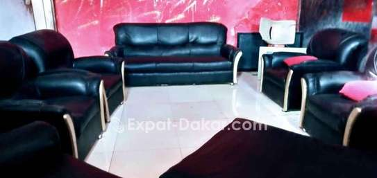 Canape à 7 place vendre, très pratique image 2