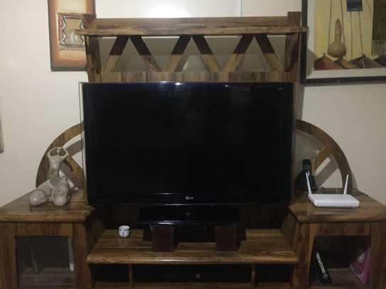 Meuble en bois pour télévision image 1