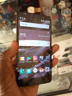 LG V32 image 3