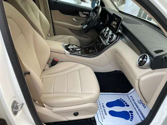 Mercedes GLC 300 image 11