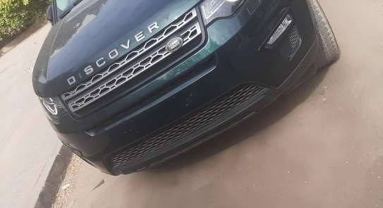 Land Rover Discovery image 2