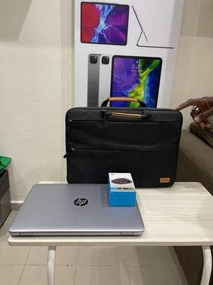 HP Elitbook 840 G4 et accessoires free image 10