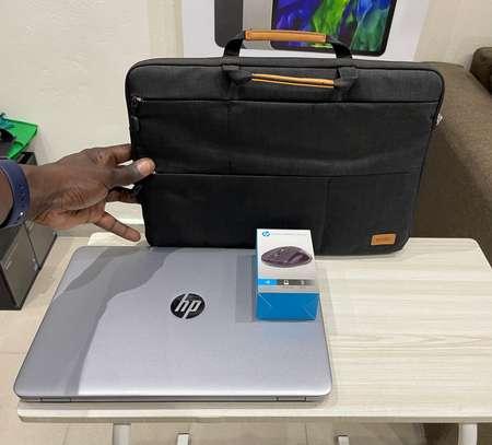 HP Elitbook 840 G4 et accessoires free image 9