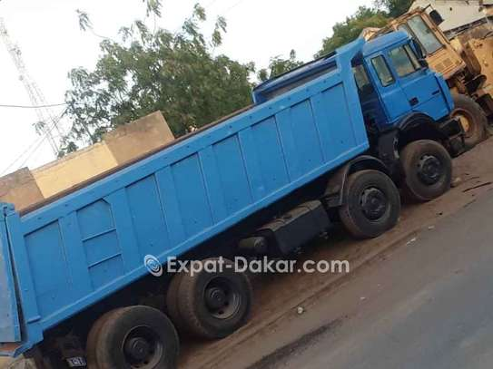 Camion benne Iveco 12 roues, 18m3 image 1