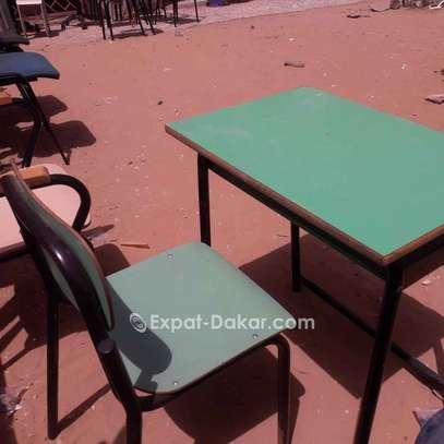 Tables et chaises pour les écoles image 2