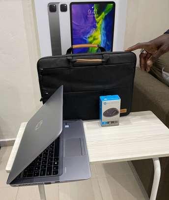 HP Elitbook 840 G4 et accessoires free image 11