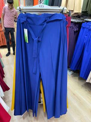 Des pantalons bas large image 4