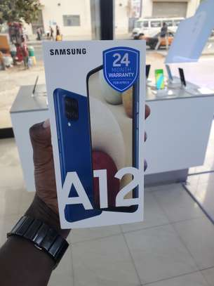 Vend Samsung galaxy A12 64Go Ram 4go image 1