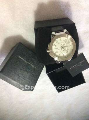 Promo Authentique watches de luxe image 3