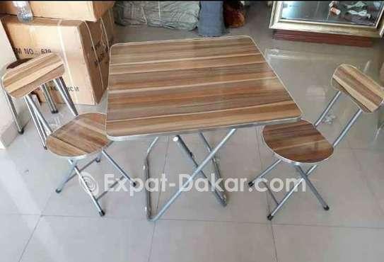 Table avec 2 chaises image 1