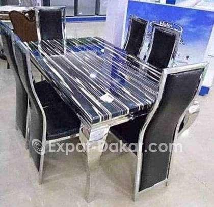 Table à manger en marbre avec 6 chaises image 2