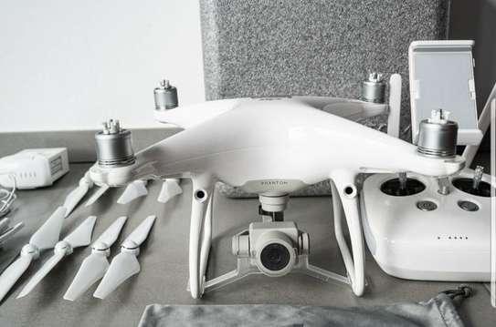 DJI Phantom 4 Pro V2.0 - Drone image 4