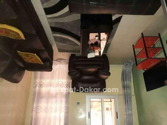 Salon en cuir et chambre à coucher à vendre image 1