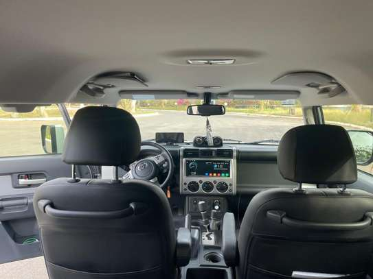 ToyotaFJ CRUISER image 6