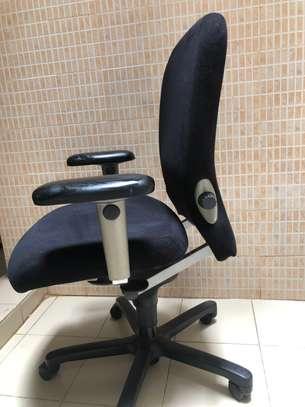 Chaise de bureau orthopédique image 2