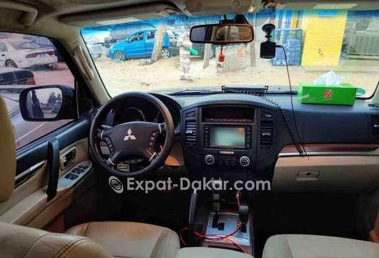 Mitsubishi Pajero 2011 image 3