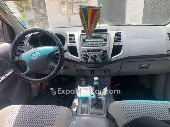 Toyota Hilux 2011 image 4