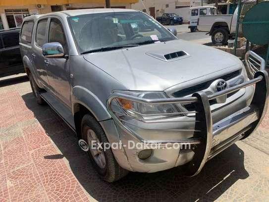 Toyota Hilux 2011 image 2