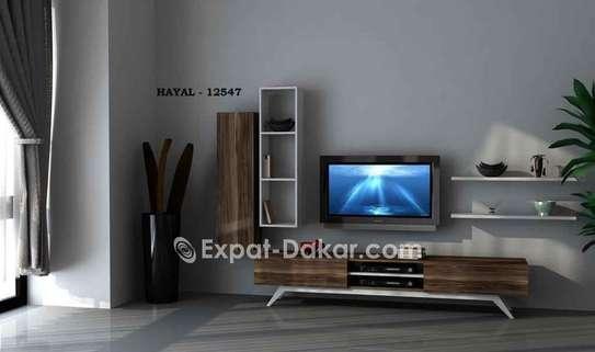 Table TV simple ou avec étagère murale image 1