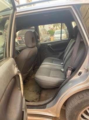 Toyota RAV4 image 2