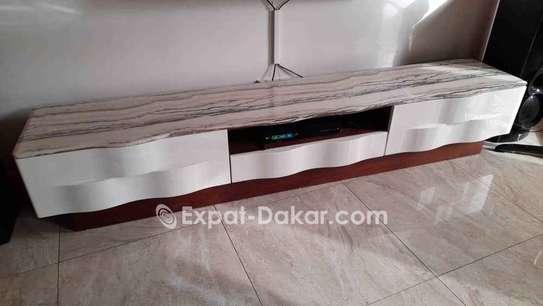 Table TV simple ou avec étagère murale image 5