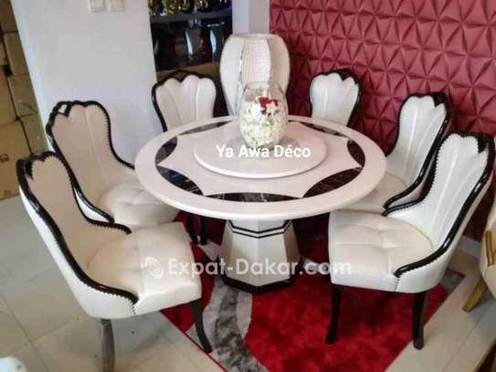 Table à manger avec plateau tournant image 1