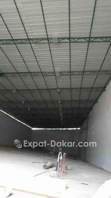 Hangars neufs fermés de 1000² avec bureaux en bordure de route cambéréne image 1