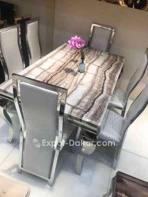 Table à manger avec 8 chaises image 2
