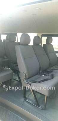 Location minibus Toyota Hiace 15 places Toit Haut image 2
