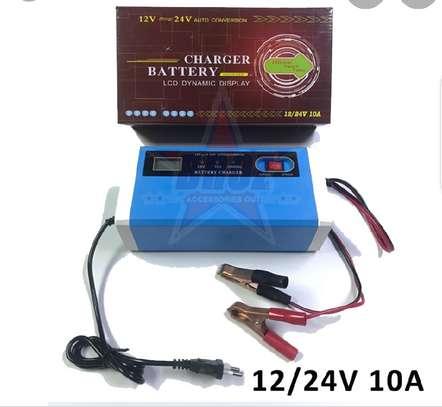 Chargeur de batterie intelligent 12/24 volts - Auto, moto, camion image 3