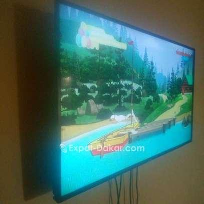 TV Astech  - Ecran 43'' -  1366 x 7 image 1