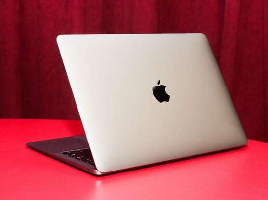 MacBook air i7 année 2020 image 1