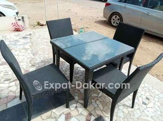 Table jardin ou terrasse avec 4 chaises image 1