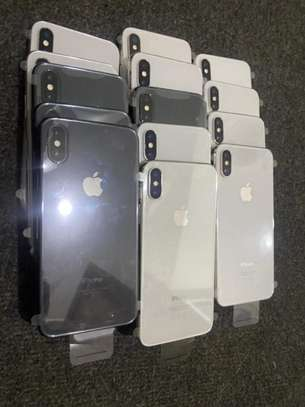 iPhone X 64 image 3