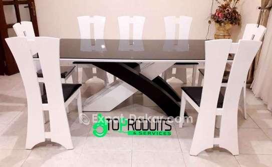 Table à manger  en bois laqué image 1