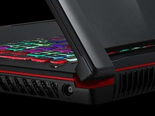 Puissante Laptop Gaming MSI cire i7 avec RTX image 2