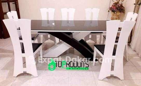 Table à manger avec 8 chaises image 1