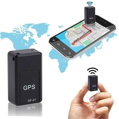 Mini traceur GPS GF07, localisateur image 2