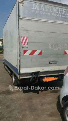 Camion utilitaire  à louer image 3