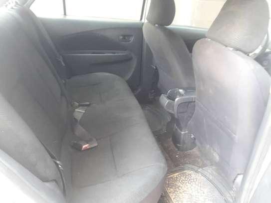 Toyota yaris image 2