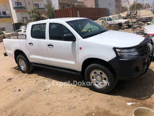 Toyota Hilux 2015 image 2