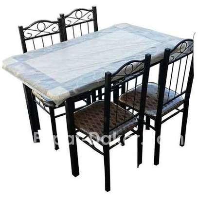 Table à manger - 4 places - chaises en fer forgé image 1