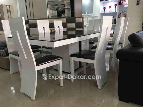 Table à manger 8 places image 1