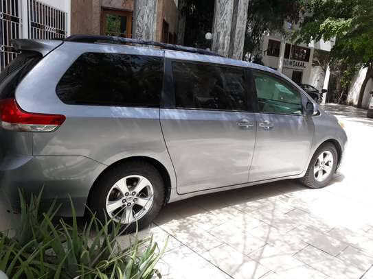 TOYOTA SIENNA 8 PLACES 2012 image 4