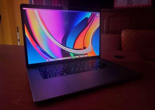MacBook Pro 2018 Touch Bar 15 pouce Core i7 6 cœurs image 1