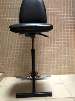 Chaise haute en cuir très confortable image 8