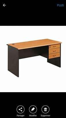 Bonjour je vends les tables Bureaux image 1
