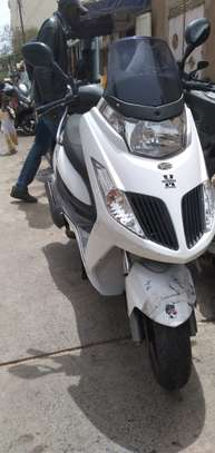 Kymco new dink 125cc image 4