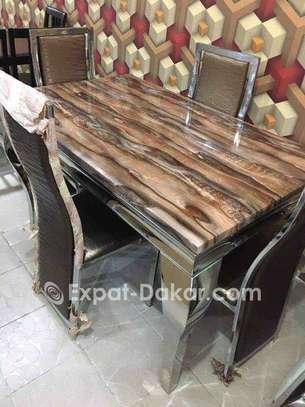 Table à manger en marbre avec 6 chaises image 3