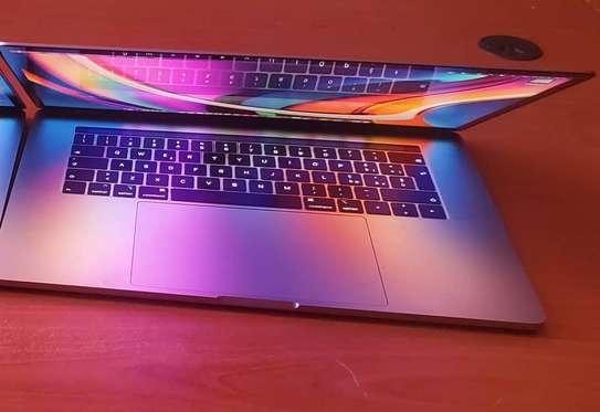 MacBook Pro 2018 Touch Bar 15 pouce Core i7 6 cœurs image 2